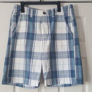 Men's American Eagle longer-length plaid shorts